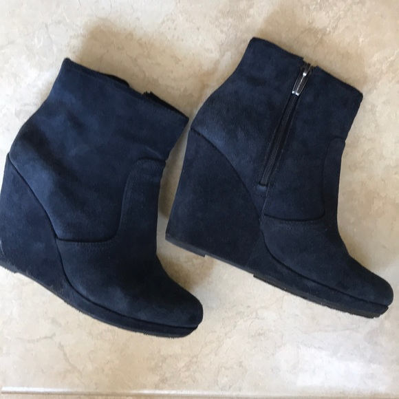 b38aa25e8f1 Navy blue suede wedge booties. M 5ae4d214a44dbefc79f78d5d